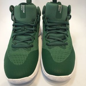 Nike Shoes - NEW Nike zoom basketball green size 7 1/2